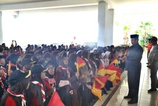 Anggota DPRD Kepri Hanafi Ekra saat menyambut ratusan pramuka