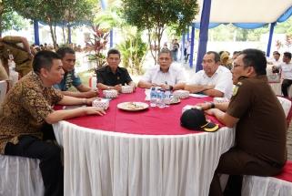 Anggota DPRD Kepri dapil Tanjungpinang Rudi Chua bersama FKPD