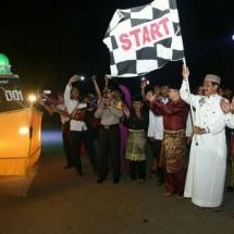 Gubernur Kepri Nurdin Basirun saat melepas pawai takbir jelang Idul Fitri 1438 Hijriah