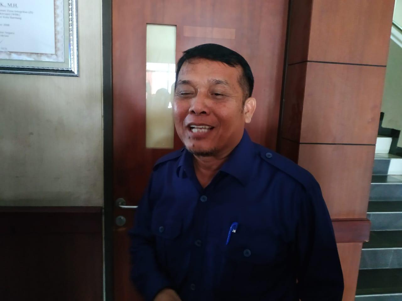 Kadishub Kepri Jamhur Ismail saat jeda pemeriksaan di Polres Barelang