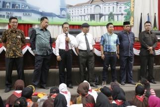Ketua DPRD Kepri bersama para pimpinan komisi saat dialog dengan pramuka