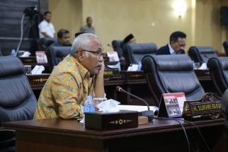 Sekretaris Komisi I DPRD Kepri Sukhri Farial menyampaikan pendapat saat paripurna