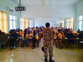 Anggota Tagana Tanjungpinang Sajali Saat Menyampaikan Materi Penanggulangan Bencana