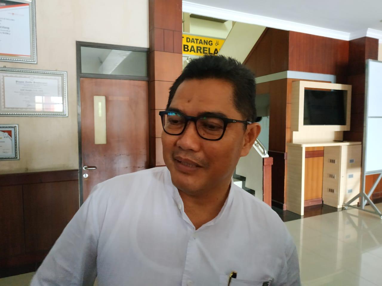 Kepala Biro Hukum Setdaprov Kepri, Heri Moekhrizal saat akan diperiksan oleh KPK-f/masrun-hariankepri.com