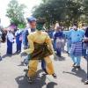 Pakai Topeng, Bupati Bintan Menari-nari di Jalan