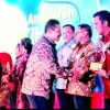 Punya Komitmen untuk Pendidikan, Bupati Bintan Terima Penghargaan Ki Hajar Dewantara Award 2018
