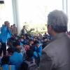 Sambil Sandaran di Tiang, Rektor UMRAH Dengerin Demo