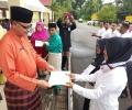 Serahkan SK, Pemkab Angkat 100 Guru Honorer Jadi GTT