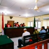Tiga Terdakwa Pencurian Plat Baja Dijatuhi Hukuman 15 Bulan Penjara