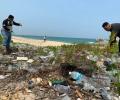 Pantai Senggiling Dibanjiri Sampah, Komunitas Max Owners Bersih-bersih