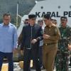 Pesan Jokowi Sambil Tepuk Bahu Isdianto: Jembatan Babin Dibangun Tahun 2021