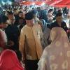 Tanpa Agenda Resmi, Syahrul dan Juwariah Keliling Berdua di Bazar Imlek