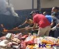 Setengah Ton Makanan dari China Mengandung Unsur Babi Dibakar