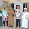 40 Kaum Duafa di Desa Kelong Dapat Bantuan Beras dari Pemkab Bintan