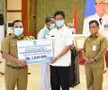 Plt Gubernur Bagikan Alat Kesehatan dan Insentif Para Dokter yang Tangani Covid-19