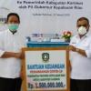 Plt Gubernur Serahkan Bantuan Rp 1,5 Miliar Penanganan Covid-19 di Karimun