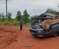Jalan Licin, Mobil Toyota Fortuner Terjungkal di Lintas Barat