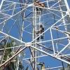 Penampakan Warga yang Mau Loncat dari Tower Telkomsel