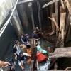 Penampakan 8 Warga Jatuh dari Pelantar Hingga Masuk Laut