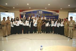 Foto bersama Wali Kota Lis Darmansyah dengan Penyuluh KB