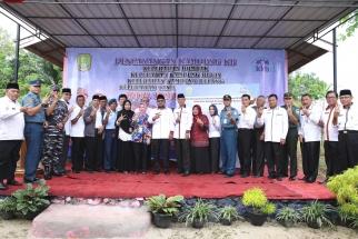 Foto bersama dalam pencanangan Kampung KB