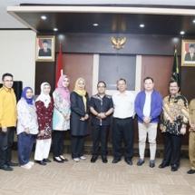 Foto bersama dengan seluruh pejabat DPRD Banten.