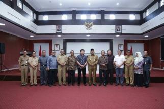 Foto bersama usai penandatanganan NPHD Pemko dan KPUD Tanjungpinang
