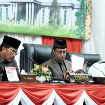 Ketua DPRD Kepri Jumaga Nadeak bersama wakilnya Rizki Faisal saat memimpin rapat