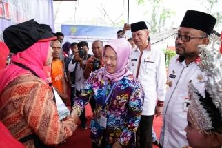 Lis dan Syahrul kompak dalam acara peresmian Kampung KB