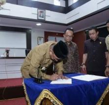 Penandatanganan NPHD oleh Wali Kota Lis Darmansyah