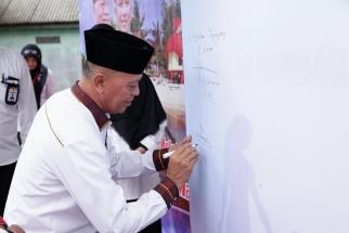 Penandatanganan komitmen oleh Wakil Wali Kota Syahrul