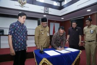 Penandatangnan NPHD oleh Pemko dan KPUD Tanjungpinang