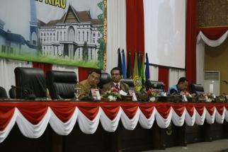 Sekdaprov Arif Fadilah dan Ketua DPRD Kepri Jumaga Nadeak