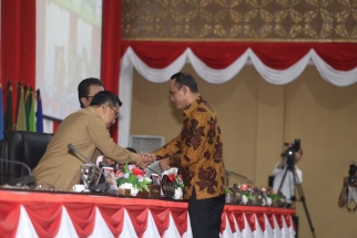 Sirajudin Nur bersalaman dengan Sekdaprov Kepri Arif Fadilah