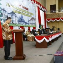 Surya Makmur Nasution saat menyampaikan laporan pansus