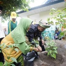 Wako H Lis Darmansyah Menanam Pohon