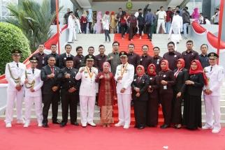 Wali Kota Lis Darmansyah bersama Humas dan Protokol Pemko Tanjungpinang