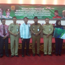 Walikota Lis Darmansyah Foto Bersama Usai Sosialisasi BPJS Ketenagakerjaan