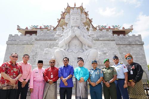 Nurdin dan Lis Resmikan Vihara Terbesar di Asia Tenggara