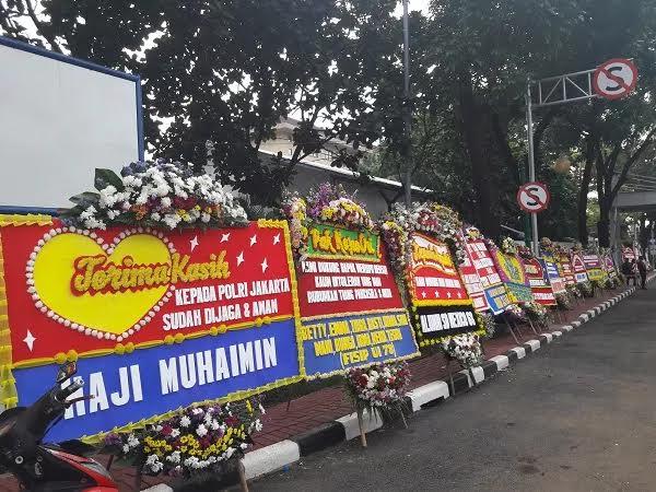 Mabes Polri Kebanjiran Karangan Bunga, Pak Tito Makin Semangat