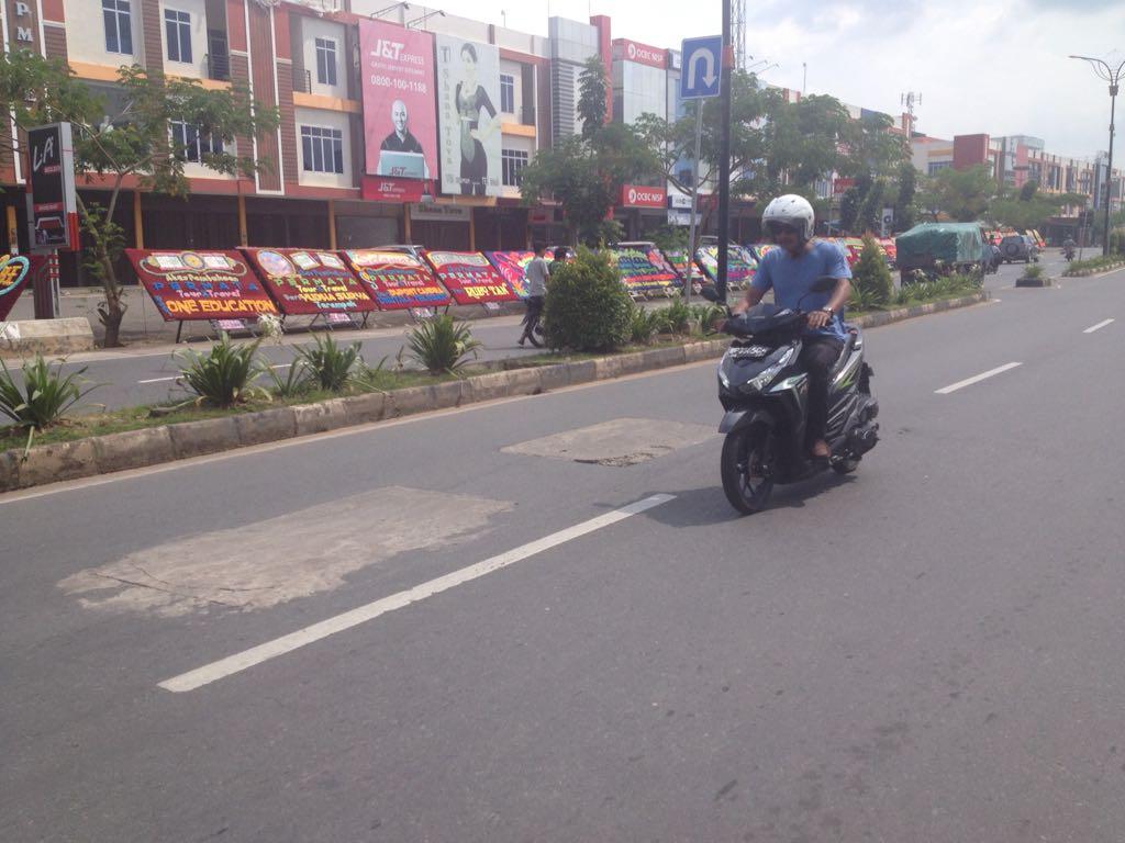Gara-gara Galian PDAM, Jalan Ibu Kota Centang Perenang