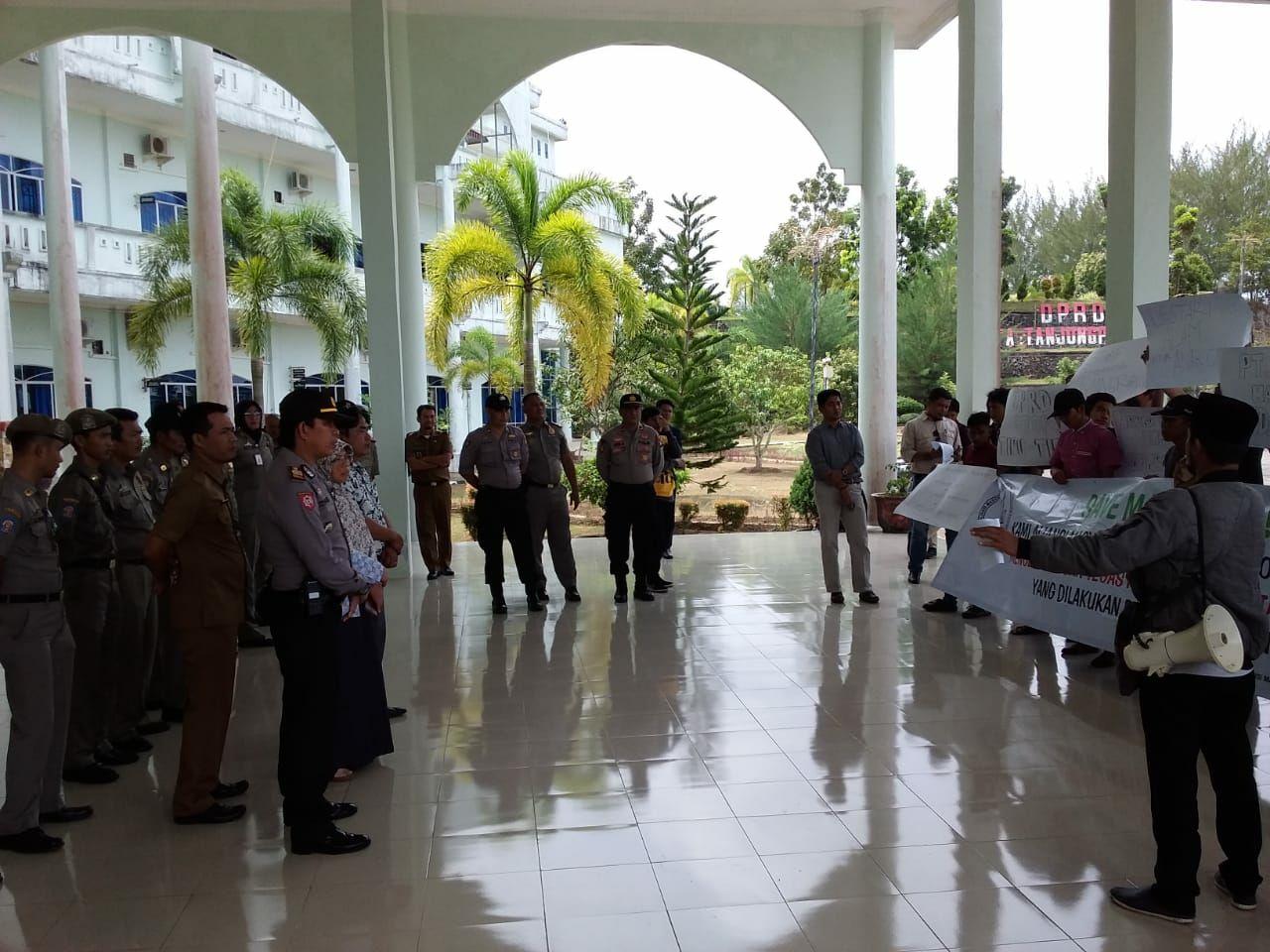Warga Sebut DPRD Pinang Buat Janji Palsu, Perusahaan Suryono Dikritik