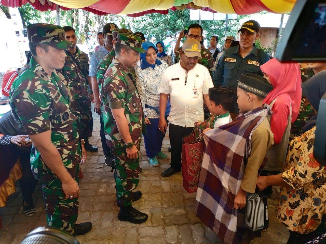 Karya Bakti di Kampung Bugis, Lantamal IV Kirim Dokter dan Sembako