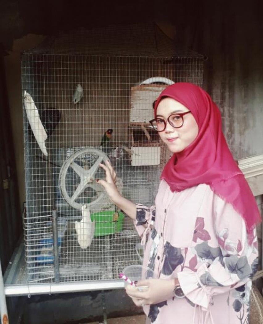 Anjani, Calon Akunting yang Pobia Kucing tapi Suka Burung