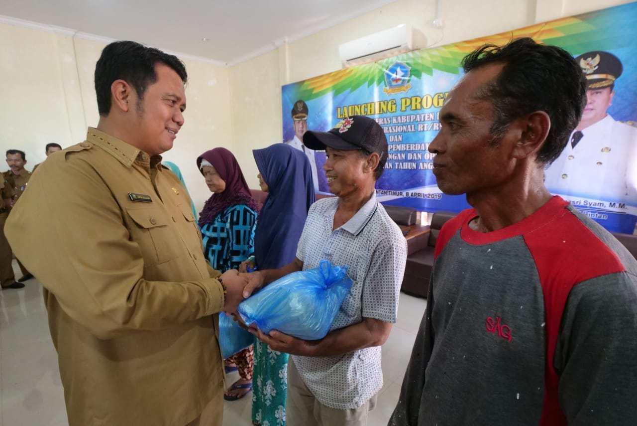 400 Warga Bintan Buyu Terima Beras Gratis dari Pemkab