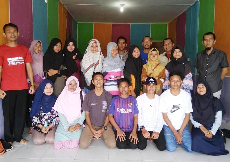 Lestarikan Budaya Melayu, FTBM Latih Generasi Muda Natuna Menulis Pantun