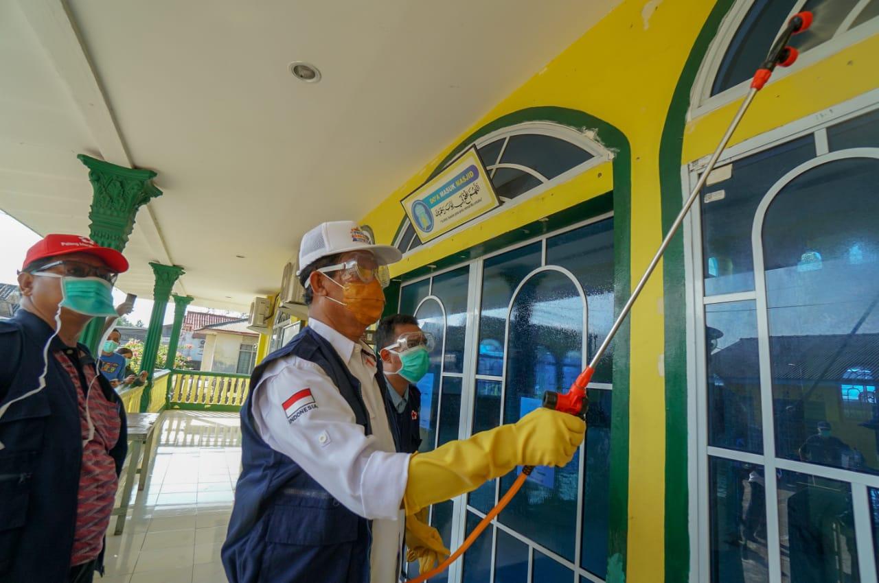 Isdianto Pimpin Penyemprotan Disinfektan di Tanjungunggat