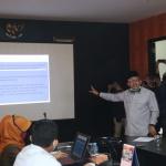 Anggota Komisi III DPRD Kepri, Lis Darmansyah saat memimpin rapat