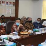 Jajaran Komisi I mendengarkan penjelasan Kabinda Kepri