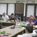 Jajaran Komisi III DPRD Kepri saat memimpin rapat